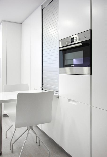 Cocina moderna en la reforma integral de un pequeño piso |Chiralt arquitectos Valencia | Centelles