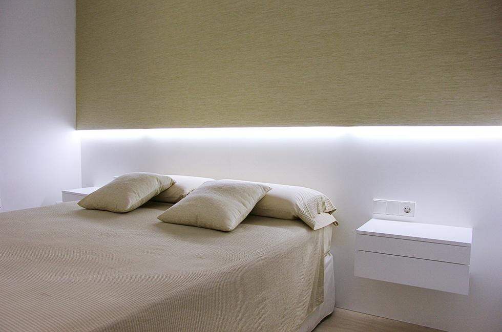 Cabecero de cama con led y mesillas suspendidas