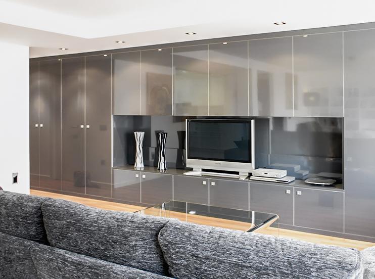 Mueble de televisión integrado en armario