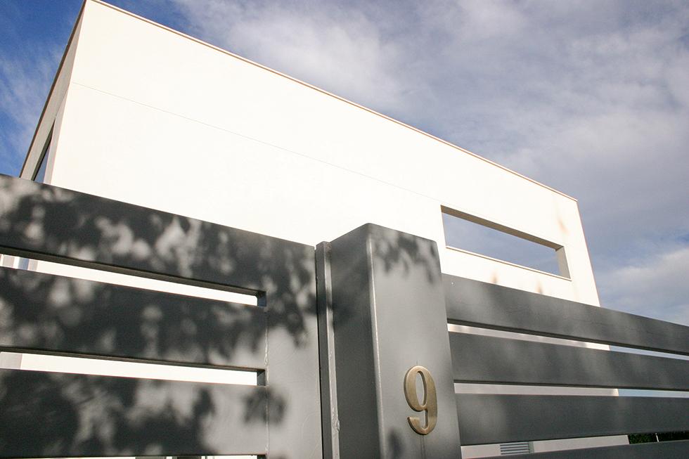Fachada de casa minimalista. Chiralt Arquitectos Valencia.