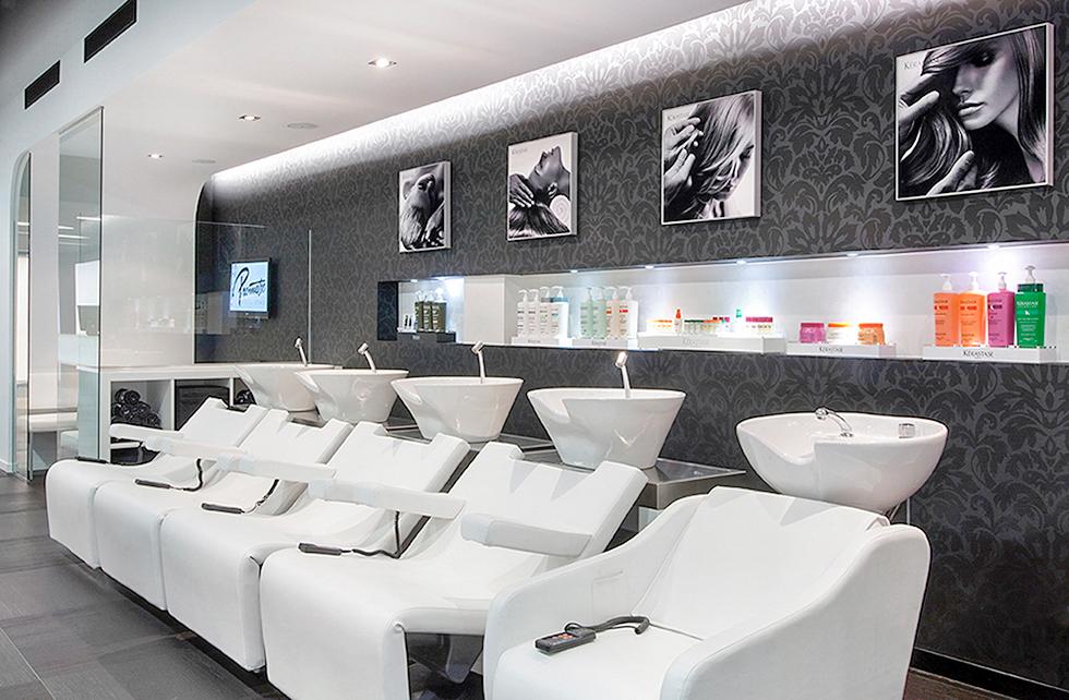 Zona de lavado para peluqueria en blanco y negro