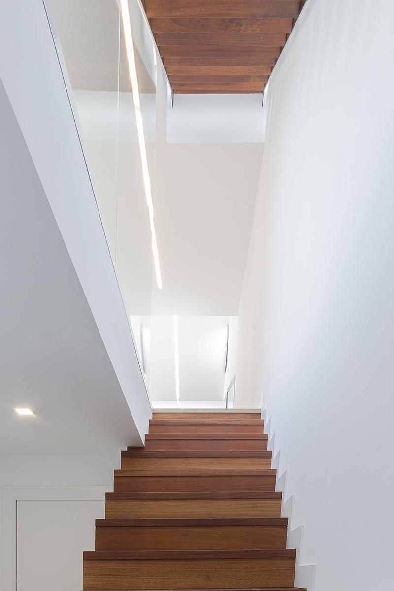 escalera casa vivienda moderna chiralt arquitectos valencia