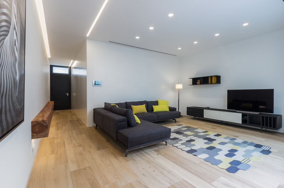 Salón de casa de pueblo moderna de Chiralt Arquitectos Valencia