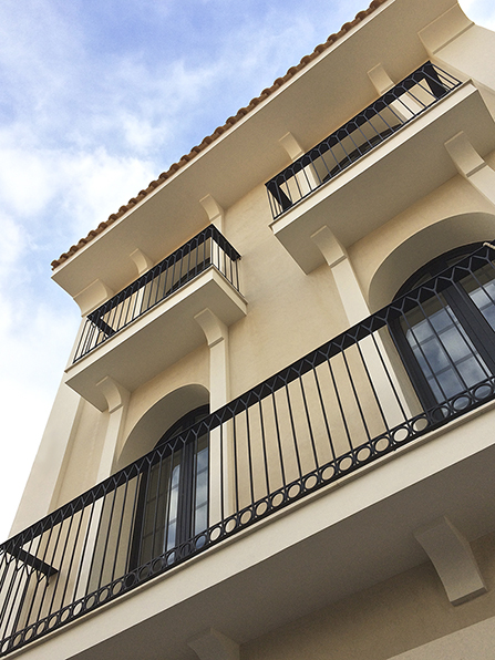 Fachada clásica en casa de pueblo moderna I Chiralt Arquitectos Valencia