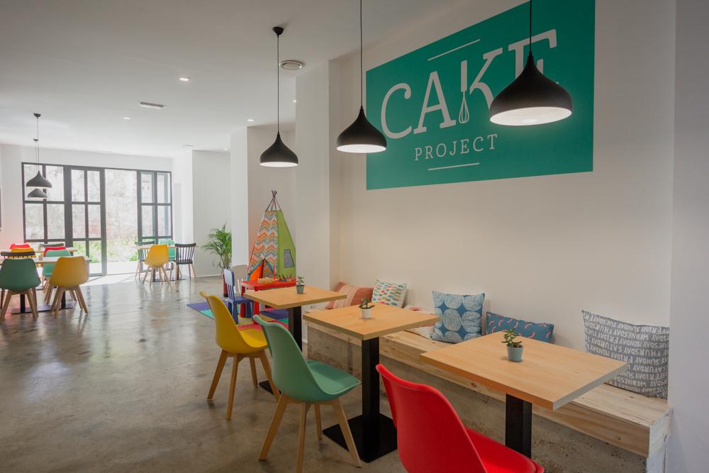 cafetería-de-diseño-en-Valencia-con colores y diseño nordico