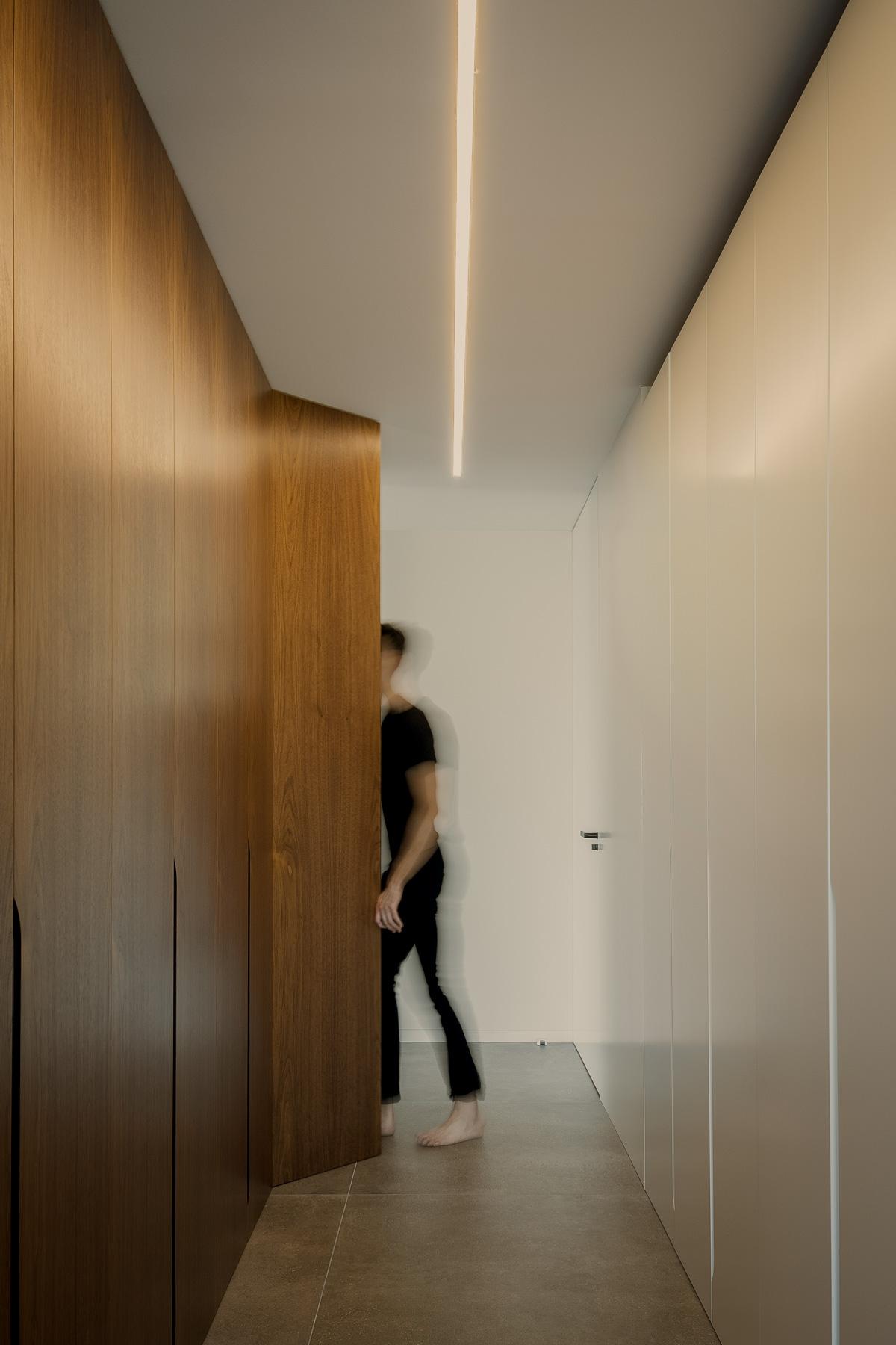 Armario Vestidor moderno y minimalista blanco y madera